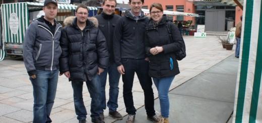 Stefan Moosleitner, Johannes Hauthaler, Blasius Standl, Bürgermeisterkandidat Andreas Buchwinkler und Eva Seyfferth (von links) beim Besuch des Stephankirchner Wochenmarktes
